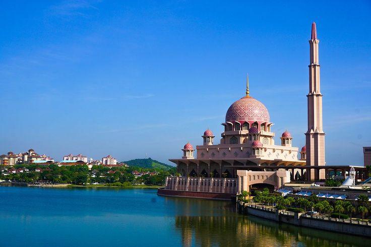 Putrajaya in Malaysia ist eine beeindruckende Planstadt. Hier findet ihr die besten Sehenswürdigkeiten, sowie Tipps zur Anreise und Unterkünften.