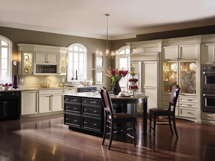 Traditional Style Kitchen With Decora Cabinets Girard Door Style Maple Wood In Lunar Twilight