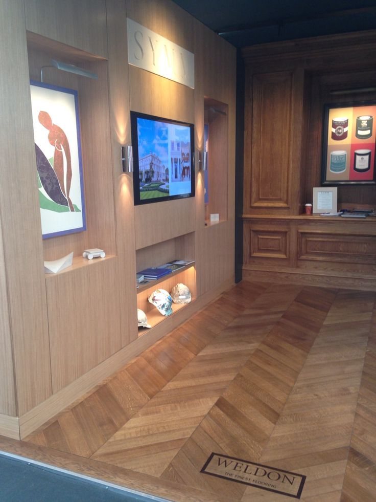 The SYMM stand with Weldon floor
