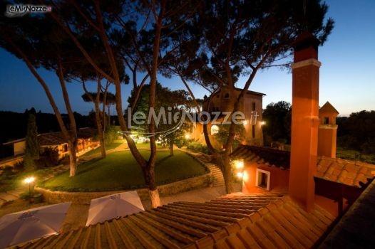http://www.lemienozze.it/operatori-matrimonio/luoghi_per_il_ricevimento/borgo_di_torre_guidaccia/media/foto/10  Borgo illuminato come location per matrimonio di sera