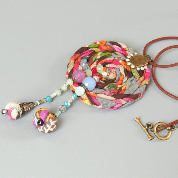 Boho statemen fabric Necklace Fabric tribal necklace por ATLIART