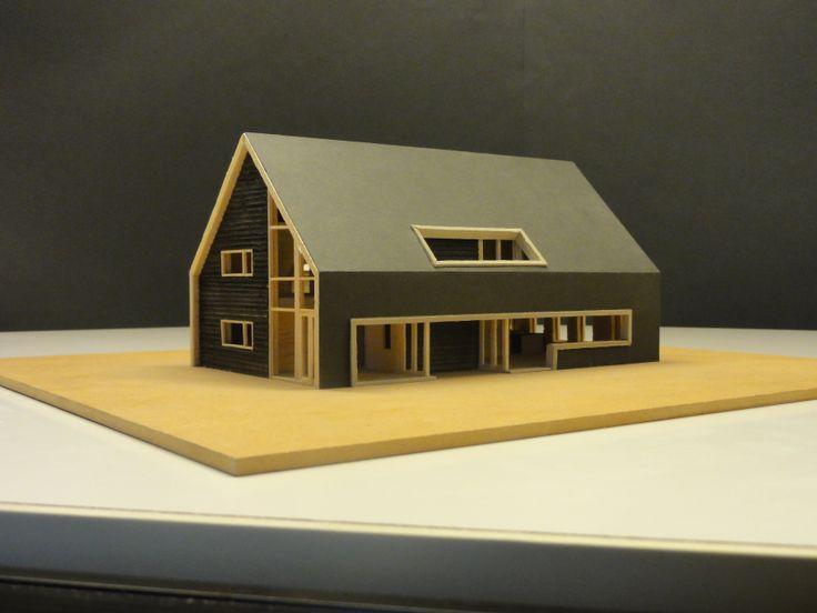 Eigentijdse woning met een traditionele hoofdvorm. Doordat er gebruikt is gemaakt van kaders en van doorlopende dakpannen heeft deze woning een eigen stijl gecreëerd.