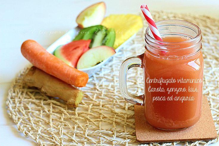Il Centrifugato vitaminico carota pesca anguria zenzero e kiwi è una bevanda dissetante ricca di proprietà benefiche ideali soprattutto per chi fa sport. Per scoprire le mille proprietà di ogni singolo ingrediente usato leggi alla fine della ricetta <3