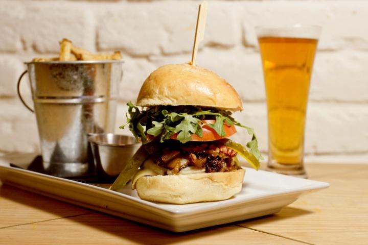 Bienvenue à notre nouveau membre / Welcome to our new member:  Monsieur Smith | Hochelaga-Maisonneuve, Montréal Restaurant | Cuisine Burgers & Bistro | www.RestoMontreal.ca