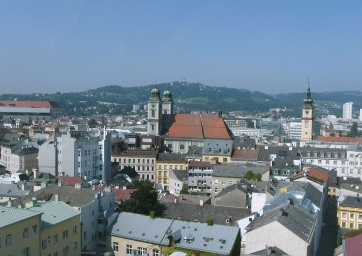 """PRETTY. Linz is by the Danube (Donau) river. The tourist slogan of the city is """"In Linz beginnt's"""" (""""It starts in Linz"""")."""
