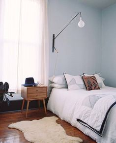 See more bedroom lighting and furniture inspiration for your interior design project! Look for more midcentury home decor inspirations at http://essentialhome.eu/