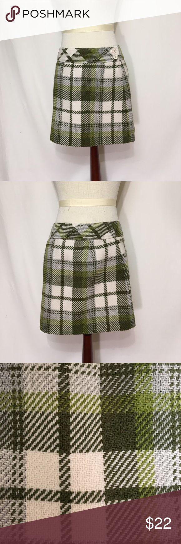 J CREW preppy plaid woven wool skirt 2 Minimal fuzzing was present when skirt is viewed at an angle. Otherwise,Excellent condition! Old school, pre Jenna j crew.  Wool, acetate lining. Dry clean.  Side zip, button closure 🔹waist 29 🔹length 16 J. Crew Skirts Mini