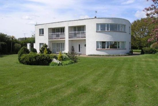 On the market: Four-bedroom 1930s art deco property in Frinton-On-Sea, Essex on http://www.wowhaus.co.uk