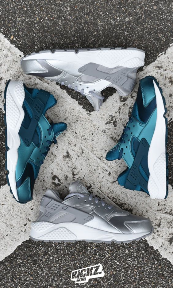 New Metallic Colorways for the Nike WMNS Huarache Run SE are available now. Get'em Ladies!