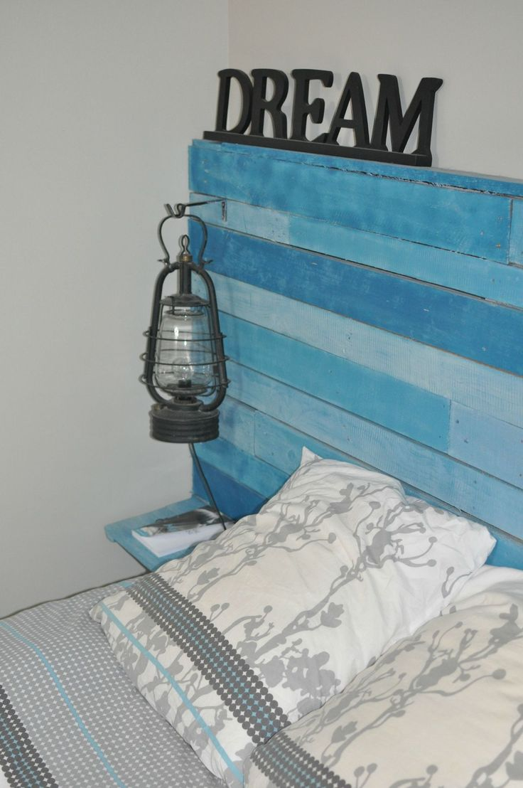 tete de lit bleue en palettes palette pinterest searching. Black Bedroom Furniture Sets. Home Design Ideas