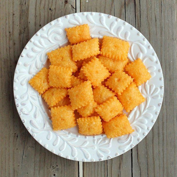 Homemade Cheez-Its (Cheddar Cheese Crackers) via @Rachel