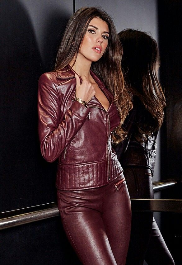 Hot girl in leather — photo 2