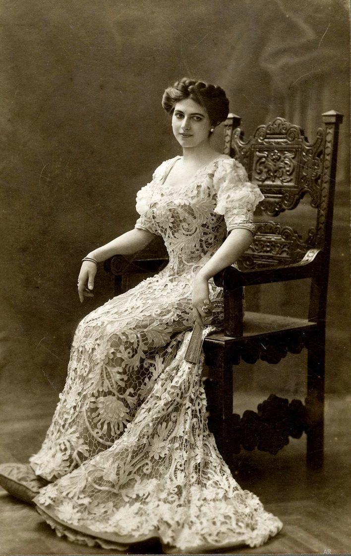 Mata Hari , 1907