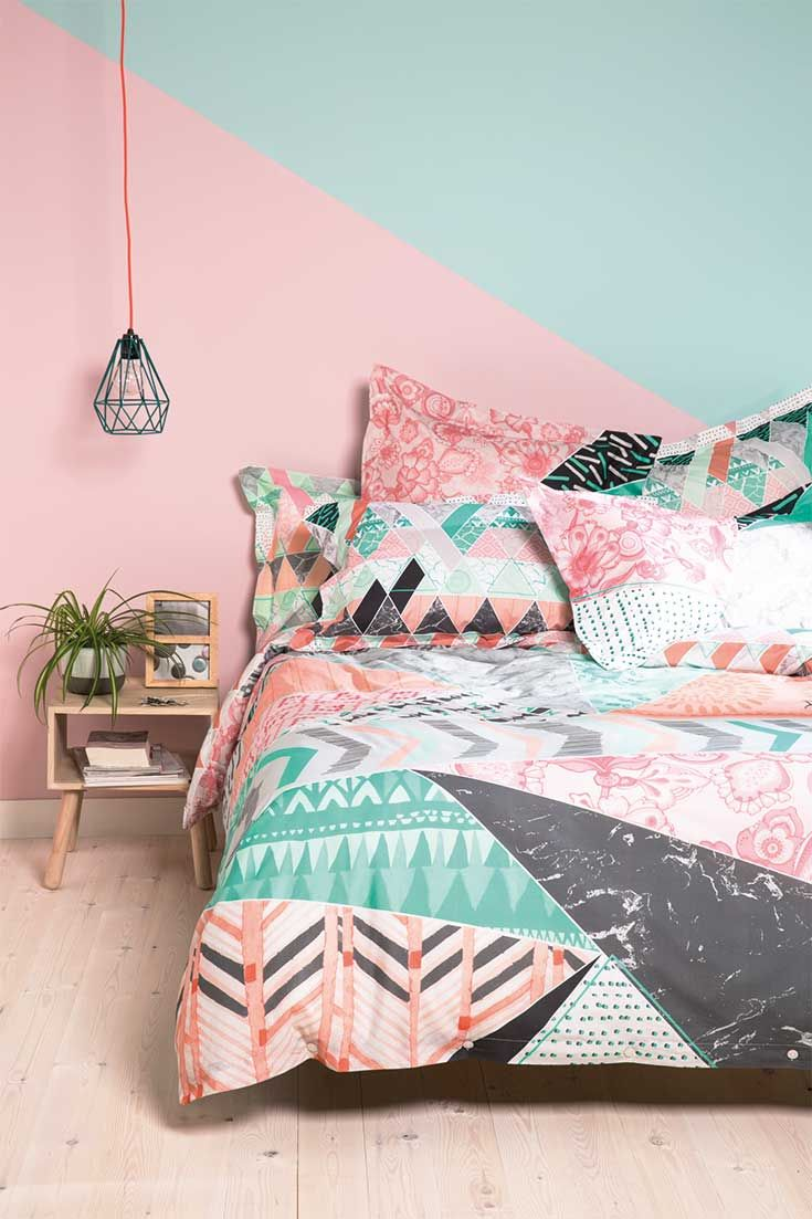 Reversible duvet cover with a pastel toned pattern brought directly from the Nordic countries!