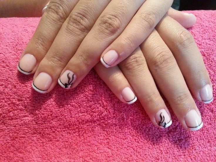 Manicure, smalto semipermanente, nail art colore acrilico.