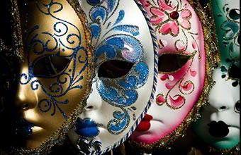 A euforia e a super excitação são as máscaras da infelicidade.