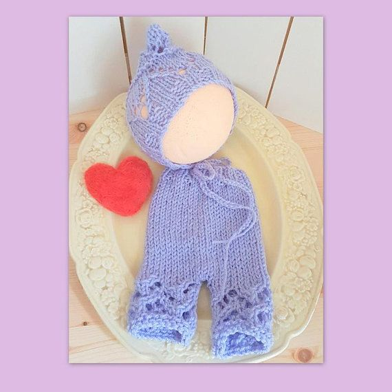 Dainty little knitted baby pants (trousers) with lace detail, ribbed waist with drawstring for a nice fit.  Matching pointy bonnet, also with the lacy pattern  Soft and stretchy  Newborn - 3 months  Perfect for babys first photo shoot or for a first outing. Made from easy wash