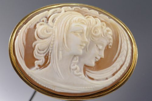 18K-Carved-Cameo-Two-Women-Scene-Pin-Brooch-Yellow-Gold