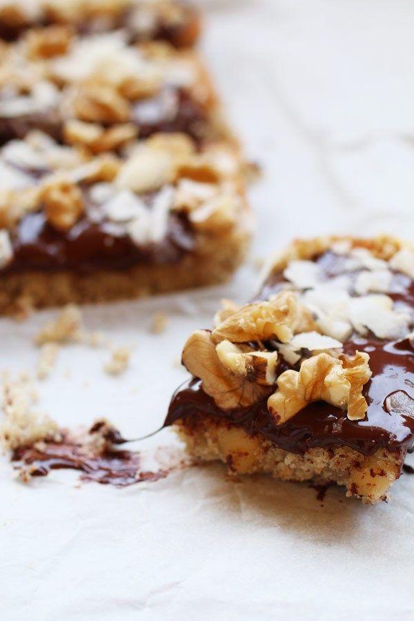 Biscotti alle Mandorle con Noci e Cioccolato è una ricetta di biscotti a Basso Indice e Carico Glicemico Senza Zucchero, Senza Glutine e Senza Latticini.