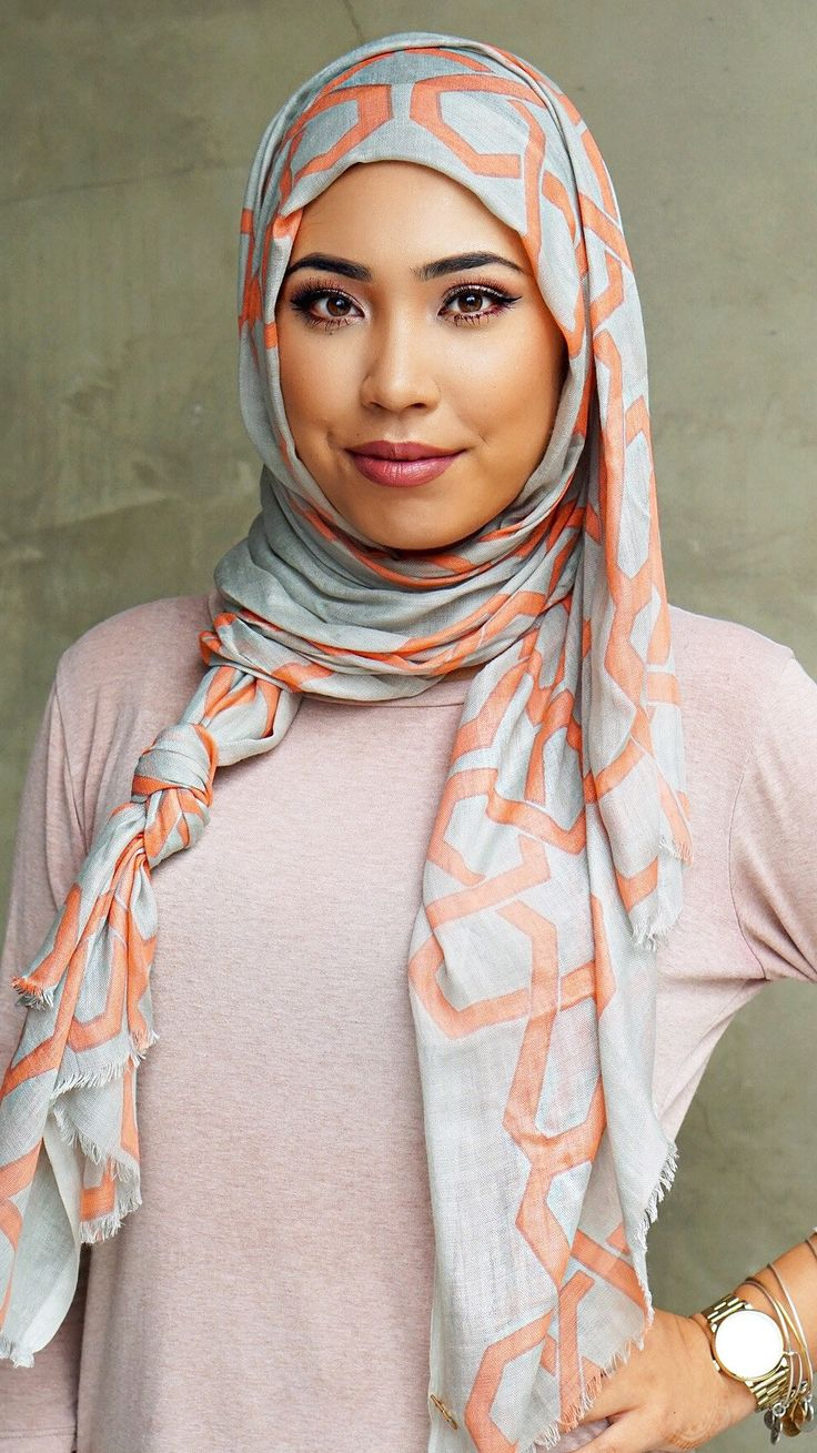 """ABOUT ME Our new Threads Collection line. Introducing a custom moroccan mosaic print made out of 100% cotton modal. Light weight & thin! SIZE & FIT W43"""" L78"""" Model wears: one size fits all LOOK AFTER"""