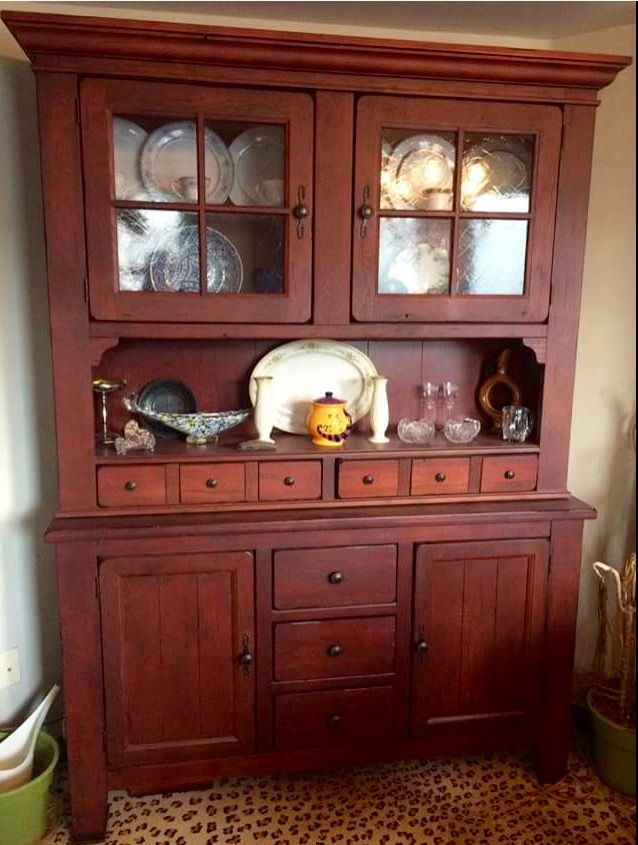 Broyhill Attic Heirlooms China Hutch With Red Stain ❤️