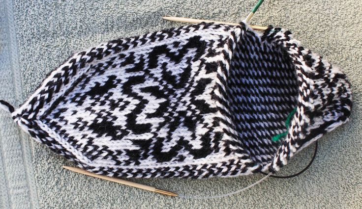 free knitting patterns slippers | ... brioche knitting. We already have our two balls of variegated yarn
