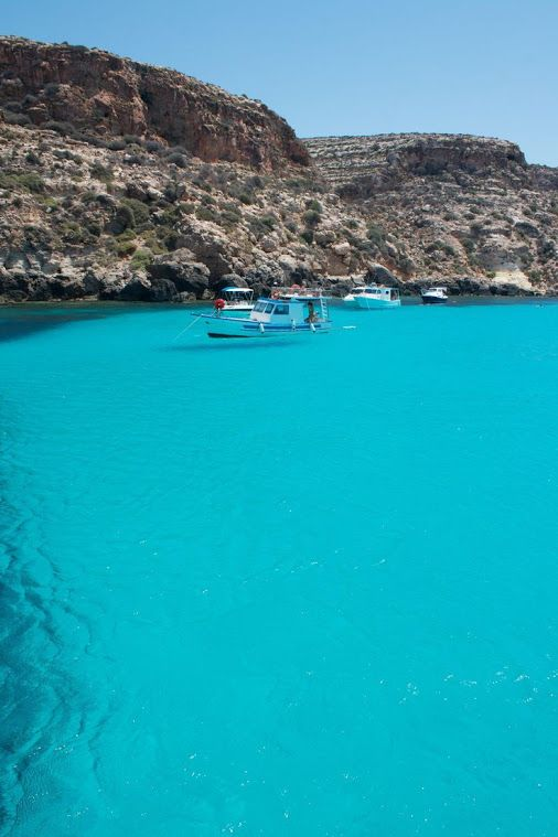 This color blue is so beautiful. I also want to be a Sicilian. 😝  Lampedusa - Tabaccara, Sizilien