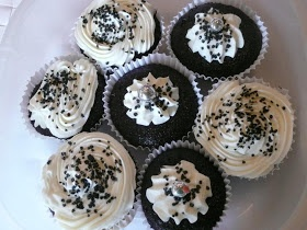 News From France: Black and white cupcakes