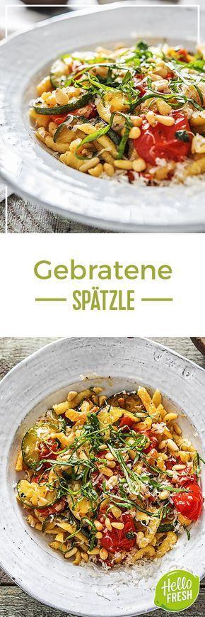 Step by Step Rezept: Goldbraun gebratene Spätzle mit getrockneten Tomaten und Pinienkernen Kochen / Rezept / DIY / HelloFresh / Küche / Lecker / Gesund / Einfach / Kochbox / Ernährung / Zutaten / Lebensmittel / 25 Minuten / Veggie / Vegetarisch / Deutsch / Italienisch #hellofreshde #blog #kochen #küche #gesund #lecker #rezept #diy #gesund #einfach #kochbox #ernährung #lebensmittel #zutaten #spätzle #tomaten #schwäbisch #deutsch #italienisch