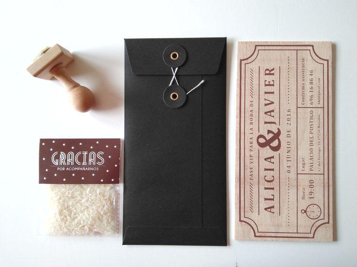 Invitación + sello + sobre vintage en negro + bolsita de arroz en color chocolate a conjunto