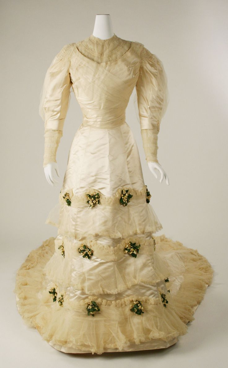 Wedding Dress, House of Worth (French, 1858–1956): 1905, French, silk, wax flowers, cotton.