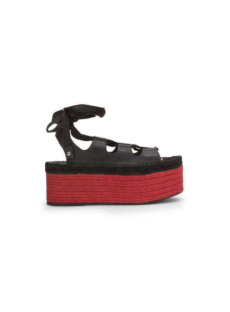 SANDALI CON SUOLA ROSSA Dalla collezione primavera estate 2017 di scarpe Paloma Barcelò, sandali con suola rossa.