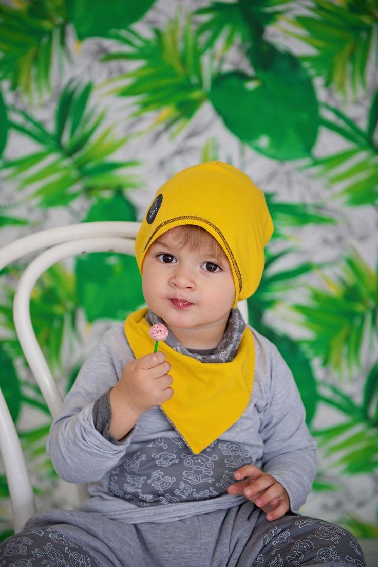 Zestaw apaszka i czapeczka Małe Co Nieco. Dwustronna apaszka wykonana z dwóch warstw najwyższej jakości polskiej dzianiny. Cienka, dłuższa czapeczka (typu smerfetka) wykonana z jednej warstwy najwyższej jakości, polskiej dzianiny. Miapka Design to rewolucja w świecie kurteczek dla Maluszków. Marka stworzona z myślą o najmłodszych, których wygoda jest dla mam bardzo ważna.    czapki, apaszki, chłopcy, dziewczynki