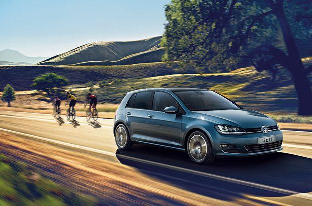 Volkswagen Golf 7 sur une route #Volkswagen #golf #citadine #voiture