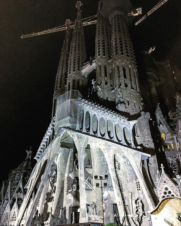 ryujingangan:  Passion facade of Basilica de la Sagrada Familia      バシリカの胎内より  中    #honeymoon #architecture #sagradafamilia #passion #landscape #Barcelona #spain #Espana #新婚旅行 #建築 #街並み #サグラダファミリア #受難のファサード #受難 #バルセロナ #スペイン 15 (Basílica de la Sagrada Família)