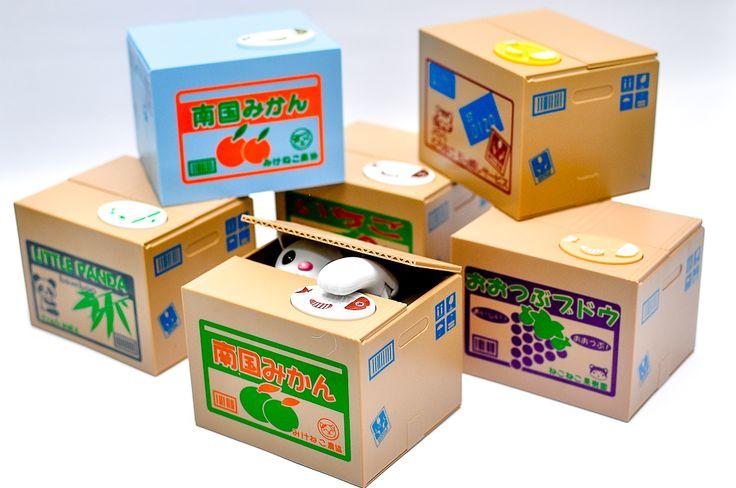 """Mischief Saving Box  Celengan kucing pengambil koin • Cocok untuk anak-anak agar senang belajar menabung • Cocok juga sebagai kado unik dan souvenir • Ukuran: 12.5 x 10.5 x 9.5 cm""""  Harga eceran @145.000"""
