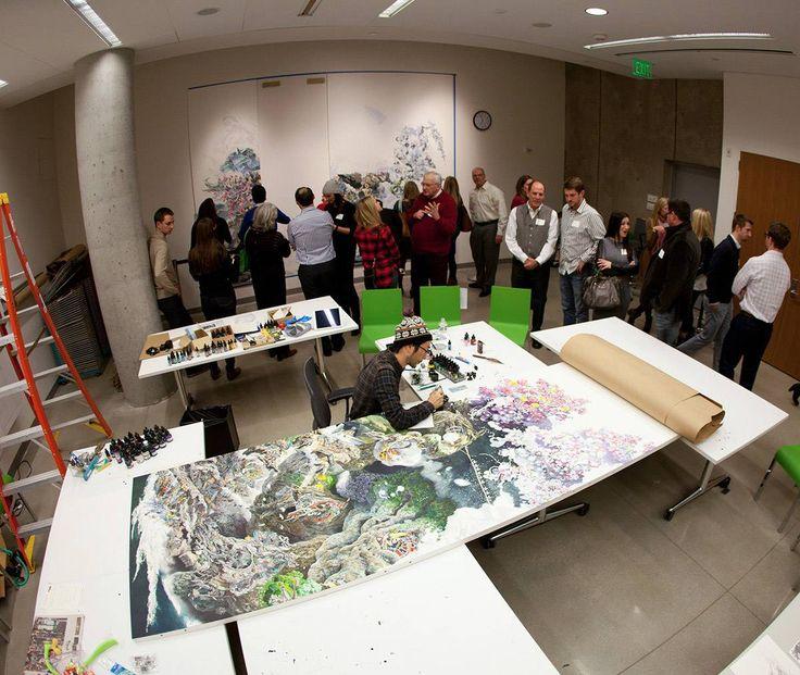 O artista japonês Manabu Ikeda passou os últimos três anos e meio produzindo uma pintura monumental hiper detalhada com uma caneta tinteiro e o resultado é de passar horas contemplando e analisando cada minúcia.