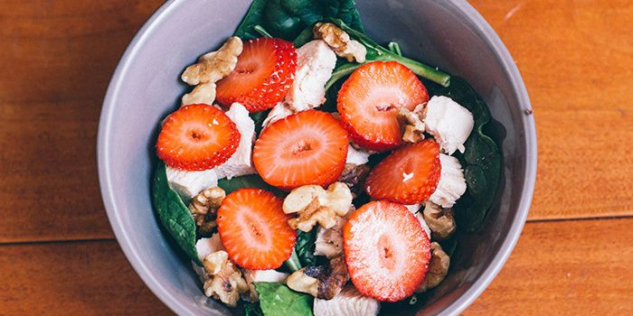 Sometimes, the simplest meals are the best, like this 21 Day Fix recipe for spinach salad with strawberries. It has 4 ingredients and takes minutes to make!