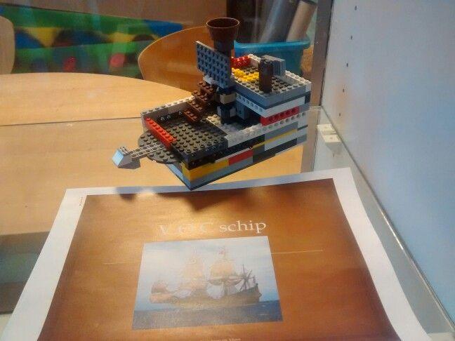 VOC schip van lego + bijbehorende powerpoint met info over het schip