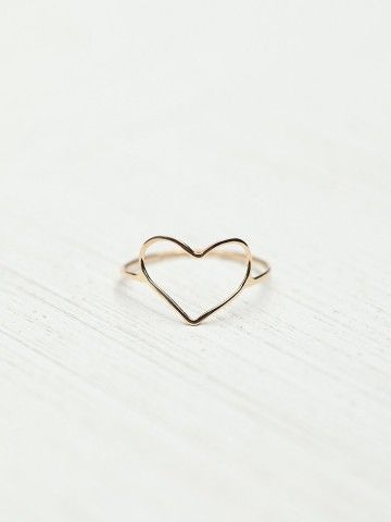 Free People Heart Ring-- the simplicity of this makes it even more beautiful.
