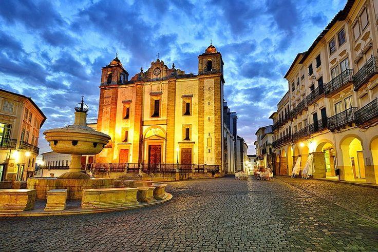 locais mais bonitos do Alentejo - Evora, Praca do Giraldo