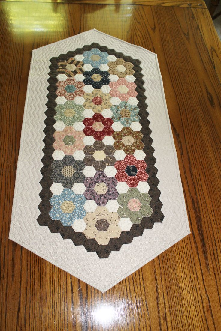 OK... I could reverse the dark/light extras, and use my super bright batik hexie flowers... Love this size. Hexagon Table Runner by Rhonda Byrd