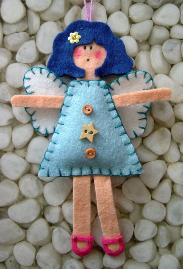 Felt Angels (Could do none festive ones for a little girls bedroom!)