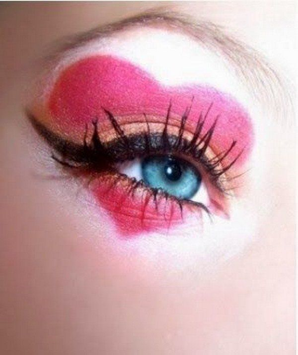 DIY Queen of Hearts Eye Makeup