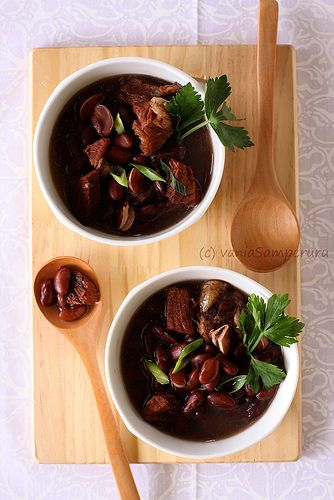 Brenebone Soup | a special dish from North Sulawesi, Indonesia. It contains of red kidney beans, beef & bones, plus some 'special' spices. I say special, because its unusual to put this spices (nutmeg and cloves) in the soup. Both spices give a delicious 'kick' to the soup. V. Samperuru