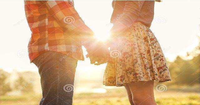 Per lui,una credenza completamente sbagliata perchè induce la donna a pensare di mostrare il suo desiderio quando invece non è ancora il momento. Il bacio ...