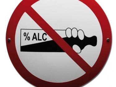 Drooglegging in Hilversum. Burgemeester en wethouders gaan in maart een maand lang niet drinken om aandacht te vragen voor alcoholmisbruik onder jongeren. Altijd sympathiek zo'n actie, maar hoe controleer je of de gemeentebestuurders niet stiekem toch een borrel nemen? RTV Noord-Holland weet het wel: een blaastest voorafgaand aan elke vergadering.