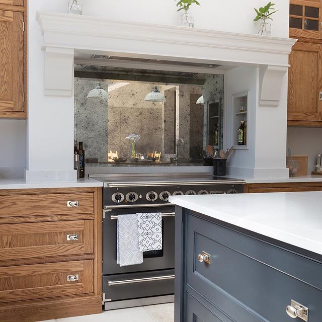 The mix of painted cabinetry with the Westminster smoked oak finish in this Barnes project is perfectly balanced with highlight accent including the antique effect mirror splashback and polished nickel hardware. Have a great day all! #HumphreyMunson // @paullmcraig