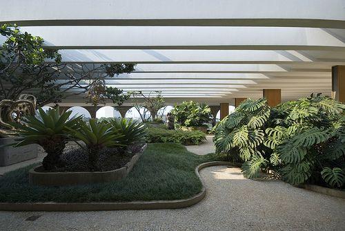 Ministry of Foreign Affairs Brasilia Architect: Oscar Niemeyer 1962 Landscape, indoor- & roof-gardens: Roberto Burle Marx