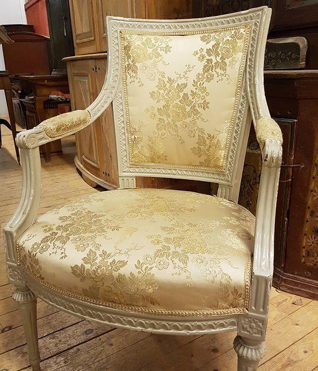 Vad sägs om ett par karmstolar tillverkade på 1700-talet av Ephraim Ståhl? 👑 . . . 🔜 Auktion 14e jan 🕛. Katalogen finns på hemsidan fr. o.m 11e❗️Förhandsbilder ute nu. . .  #dalarnasauktionsbyrå #gustaviansk #auktion #armchair  #karmstolar #swedishantiques #borlänge #stockholmsarbete #ephraimståhl #1700tal #18thcenturyantiques #interiorinspo #inredning #interior